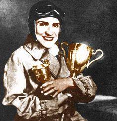 ilk kadın otomobil yarışçısı Samiye Burhan, geçtiği erkekler durumu hazmedemeyince, kupasını mahkemeyle aldı. (1931) #istanlook