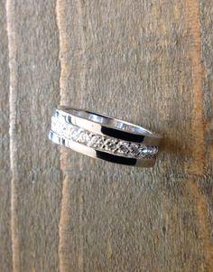Anello Eternity in argento con zirconi bianchi a € 65,00 su etoilegioielli.com