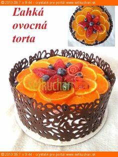 Ľahká ovocná torta Ovocná smotanová torta trošku elegantnejšie, ako sme zvyknutí Ingrediencie 4 Ks vajec 4 PL polohrubej múky 4 PL kryštálového cukru 1/2 Balíčka prášku do pečiva 0,5 l rastlinnej smotany 2 Ks kyslej pochúťkovej smotany á 200g 4 Ks vanilkového cukru 4 PL ovocného pyré 1/2-3/4 kg rôzneho ovocia 1 ks tortového želé …