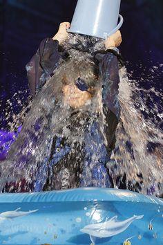 """【『HALLOWEEN PARTY』2日目】シエル・ファントム""""HYDE""""が友人のために頭から氷水をかぶる!のギャラリー - ランキングBOX〜気になる人の気になるランキング"""