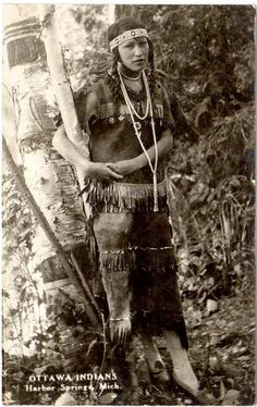 Superstars Which Are Helping Individuals Overseas Ottawa Woman At Harbor Springs, Michigan - Circa 1910 Native American Beauty, Native American Photos, Native American Tribes, Native American History, Indiana, Pierre Brice, Navajo, Native Indian, First Nations