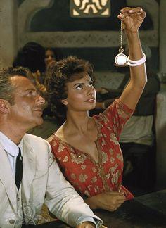 Still of Sophia Loren and Rossano Brazzi in Legend of the Lost 1957