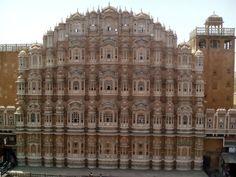 J'ai encore un article sur Varanasi qui attend d'être publié, on vient d'y passer un mois, mais il faut un peu de temps pour le retravailler, prendre un peu de recul. Celui-ci donc arrivera un peu plus tard. En attendant, notre périple en Inde se poursuit. Et on a passé quelques jours à Jaipur, dans […]
