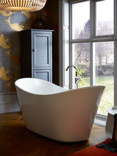Designer Escape. Whatever your look, our sculptural statement #bath works its magic with standout style. #Carlanto
