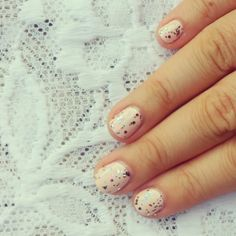 En bref - nail art - glitter - nude - polish - pink - vernis paillettes