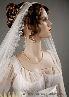 Regency wedding gown and veil. Napoleon & The Empire of Fashion Exhibition (1795-1815)