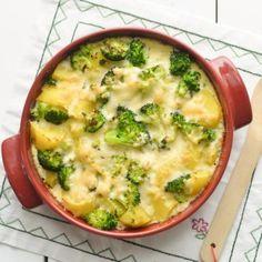 Kartuli-brokoli vormiroog 1. Koori kartulid, lõika neljaks.  2. Pese brokoli ja eralda õisikud.  3. Kuumuta potis vähese soolaga maitsestatud vesi keema.  4. Lisa kartulid ja keeda 15 minutit.  5. Lisa brokoliõisikud, keeda veel 5 minutit.  6. Nõruta köögiviljad ja tõsta ahjuvormi.  7. Klopi munad lahti, sega hulka piim. Lisa veidi soola.  8. Vala munapiim köögiviljadele, raputa vormile riivitud juust.  9. Küpseta 200kraadises ahjus 20 minutit, kuni juust on kuldne.