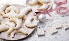 Mandelmåner Oppskrift Skjem bort familie og venner med disse nydelige småkakene. - En av de mange gode oppskriftene fra Dr. Oetker!