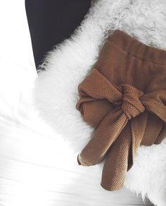 saia amarração, tied, tied skirt, brand, fashion , marca, moda, criei, usei, coffee, café, fur, pelo, preto e branco