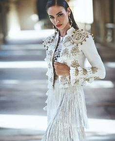 what are spanish style homes called White Fashion, Look Fashion, Fashion Show, Fashion Design, Fashion History, Fashion 2020, Smoking Noir, Spanish Style Weddings, Spanish Fashion