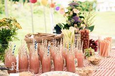 Mariage rétro champêtre. Buffet. ©Les crâneuses, wedding planner & designer.