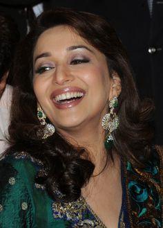 Résultat d'images pour Madhuri dixit Indian Bollywood, Bollywood Fashion, Bollywood Saree, Beautiful Bollywood Actress, Beautiful Actresses, Beautiful Girl Image, Beautiful People, Beautiful Women, Timeless Beauty
