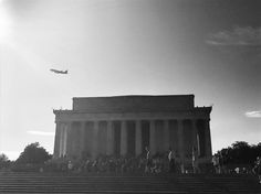 Lincoln Memorial Washington D.C  . . #love #picture #instamoment #photography #lovepicture #travel #holidays #womanstyle #lifestyle #life #instatravel #instago #travelgram #travelwritter #ilovetravel #wonderful #tourist #instatravelling #aupairusa #lincoln #aupairlife #aupairinamerica #blackandwhite #aupairlove #adventure #aventure #capital #washingtondc #street #jetlag