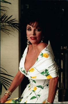 Sexy Older Women, Old Women, Dame Joan Collins, St Joan, Hollywood Fashion, Hollywood Style, Classic Hollywood, Nyc, British Actresses