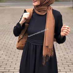 Hijab Fashion Summer, Abaya Fashion, Modest Fashion, Fashion Outfits, Hijab Look, Hijab Style, Casual Hijab Outfit, Hijab Dress, Modele Hijab