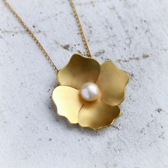 Gold and Pearl Necklace - Gold and Pearl Pendant - Flower Necklace - Poppy Flower Real Gold Jewelry, Gold Jewelry Simple, Stylish Jewelry, Jewelry Sets, Gold Pearl Necklace, Pearl Jewelry, Jewelery, Pearl Pendant, Flower Necklace