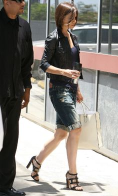 Katie Holmes: Shorts, sandals