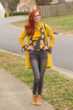 Outfit Jeans, Mustard Jeans Outfit, Jeans Outfit Winter, Winter Outfits, Mode Outfits, Jean Outfits, Teacher Style, Fashion Over 50, Capri Pants