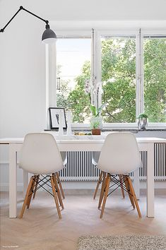 A chic 42 spm apartment in Sweden   My Paradissi Stockholm, Interior Architecture, Interior Design, Dining Room Design, Dining Area, Eames Chairs, Scandinavian Interior, Living Room Inspiration, Home Decor Kitchen