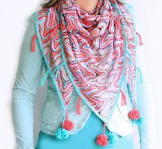 Maak een zomerse sjaal met vrolijke pompons. - craft kitchen