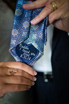 Wedding Gifts For Parrents Sweet Dad tie patch to give on the wedding day - Unique and cool Father of the Bride gift ideas. Wedding Trends, Wedding Tips, Diy Wedding, Wedding Ceremony, Wedding Planning, Dream Wedding, Wedding Day, Wedding Blog, Wedding Flowers