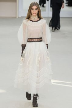 Chanel Fall 2016 Ready-to-Wear Fashion Show - Ondria Hardin