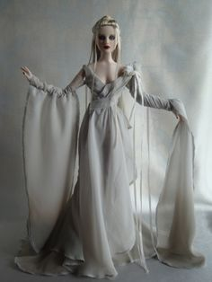 Image - Transient Wraith Robert Tonner Doll Co.
