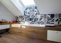 Kombinácia bielej, sivej a dreva je tá pravá. Vytvoríte romantický štýl, zároveň však zachováte jednoduchosť a striedmosť. #rodinnydom #dom #byvanie #interier #dizajninterieru #modernebyvanie #svojpomocne #modernydizajn #svetlyinterier #ytong #stavebnymaterial #provence #vidieckystyl #doplnky #kupelna Provence, Design, Home Decor, Decoration Home, Room Decor, Home Interior Design, Aix En Provence, Home Decoration