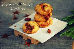 Gebrannte Mandeln Cookies: http://patces-patisserie.blogspot.de/2014/11/gebrannte-mandel-cookies.html