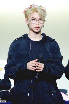 i love the fact that Felix can't bias wreck me because he is my bias Felix Stray Kids, Lee Min Ho, Minho, K Pop, Prince Felix, Kid Memes, Poses, Lee Know, Kpop Boy