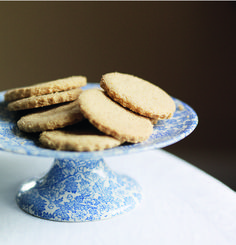 These are a healthy and delicious twist on a Scottish classic, an oaty shortbread recipe that will never disappoint.
