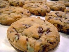 Check it out: Andes Chocolate Chip Cookies. Andes mints and chocolate chips? Cookie Desserts, Just Desserts, Cookie Recipes, Delicious Desserts, Dessert Recipes, Yummy Food, Cookie Bars, Bar Cookies, Cookie Ideas
