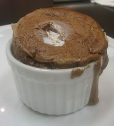 chocolate souffle a la Julia Child No Bake Desserts, Delicious Desserts, Dessert Recipes, Yummy Food, Souffle Recipes, Chocolate Souffle, Rachel Ray, Nigella, Chocolate Recipes