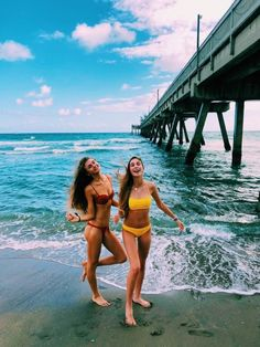 Best friend photos, best friend goals, summer photos, summer vibes, beach p