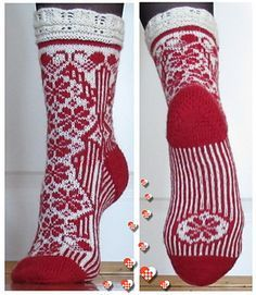 Ravelry: Julesokk pattern by H-Strikk Crochet Socks, Knitted Slippers, Wool Socks, Crochet Yarn, Fingerless Mittens, Knit Mittens, Knitting Socks, Baby Knitting, Craft Patterns