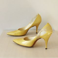 Brilliant golden yellow vintage late 1950's patent heels with incredible detailing, di Romani, New York.
