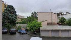 #Toulouse - Quartier #Guilhemery #Appartement de type 3 de 40 m² au 1er étage dans #résidence calme. Séjour avec cuisine ouverte. Balcon orienté SUD sans vis à vis. Chambre séparée. Salle d'eau avec wc. Chauffage gaz individuel. Double vitrage récent. Cave privative. En cours de rénovation.