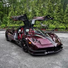 "Pagani Huayra BC ""Kingtasma"" in Red and Black carbon fiber w/ Red accents, Tricolore stripes & 24 Karat gold crowns under the rear aerodynamic flaps. Photo taken by: @toronto_exotic_car_spotting on Instagram Owned by: @sparky18888 & @vtm_theking_4 on Instagram"