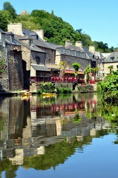 Dinan in Bretagne, France - close to Saint Malo Wonderful Places, Great Places, Beautiful Places, Oh The Places You'll Go, Places To Travel, Places To Visit, Holland, Region Bretagne, Brittany France