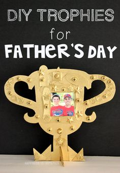 """Dads will love this punny photo frame gift idea! This quick and easy Father's Day kids craft is the perfect way for kids to say """"We're Nuts About You, Dad! Kids Fathers Day Crafts, Diy Crafts For Kids, Fathers Day Gifts, Gifts For Kids, Crafts Toddlers, Craft Kids, Trophy Craft, Diy Trophy, Diy Father's Day Gifts Easy"""