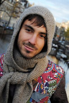 My Joe could use this up in Jersey =(............Loxley, a rounded hood with scarf, 5mm, $6.00