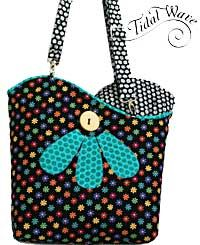 Tidal Wave Bag Pattern by Susan Rooney Patterns. This bag offers a reversible and alternative covers!