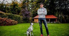 In zijn sport veldrijden is Mathieu van der Poel een fenomeen. Een natuurtalent dat zijn gelijke niet kent. Nooit eerder was er iemand in de cross die zo perfect de fiets beheerst en op zo'n jonge leeftijd al zo dominant is.