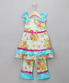 I love this little outfit :-) Genevieve would look super cute in it!