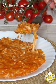 Risotto al pomodoro e mozzarella Popular Italian Food, Best Italian Recipes, Tomate Mozzarella, Cooking Recipes, Healthy Recipes, Warm Food, Italian Dishes, Italian Foods, Gnocchi
