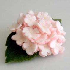 Cherry Blossom Felt Flower Hair Clip by iCraftz on Etsy Felt Flowers, Diy Flowers, Flowers In Hair, Fabric Flowers, Paper Flowers, Felt Hair Clips, Flower Hair Clips, Flower Headbands, Felt Hair Accessories