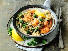 Découvrez la recette Risotto au chou kale et aux crevettes sur cuisineactuelle.fr.
