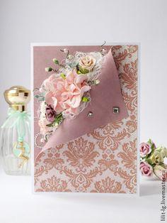 Открытка с изогнутым краем. Изысканная открытка на все случаи жизни.  Можно подарить как на День Рождения, так и на свадьбу и проста так.  Внутри уголки открытки оформлены штампами. Также возможно сделать карман для денег.