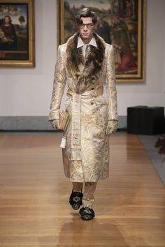 Dolce & Gabbana Alta Sartoria celebrates knowledge and wisdom with its pre-fall 2020 collection. Designers Domenico Dolce and Stefano Gabbana utilize their vast… Mens Fashion Wear, Men Fashion Show, Catwalk Fashion, Fashion Art, High Fashion, Luxury Fashion, Fashion Design, Dandy Style, Piel Natural