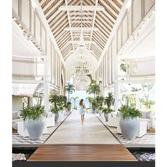 The luxurious LUX* Grand Gaube, designed by Kelly Hoppen, has just re-opened and its first guests are already bubbling with enthusiasm at how special it is. Mauritius Resorts, Tulum Hotels, Beach Hotels, Resort Interior, Lux Grand Gaube, Kelly Hoppen Interiors, Lobby Design, Resort Villa, Hotel Lobby